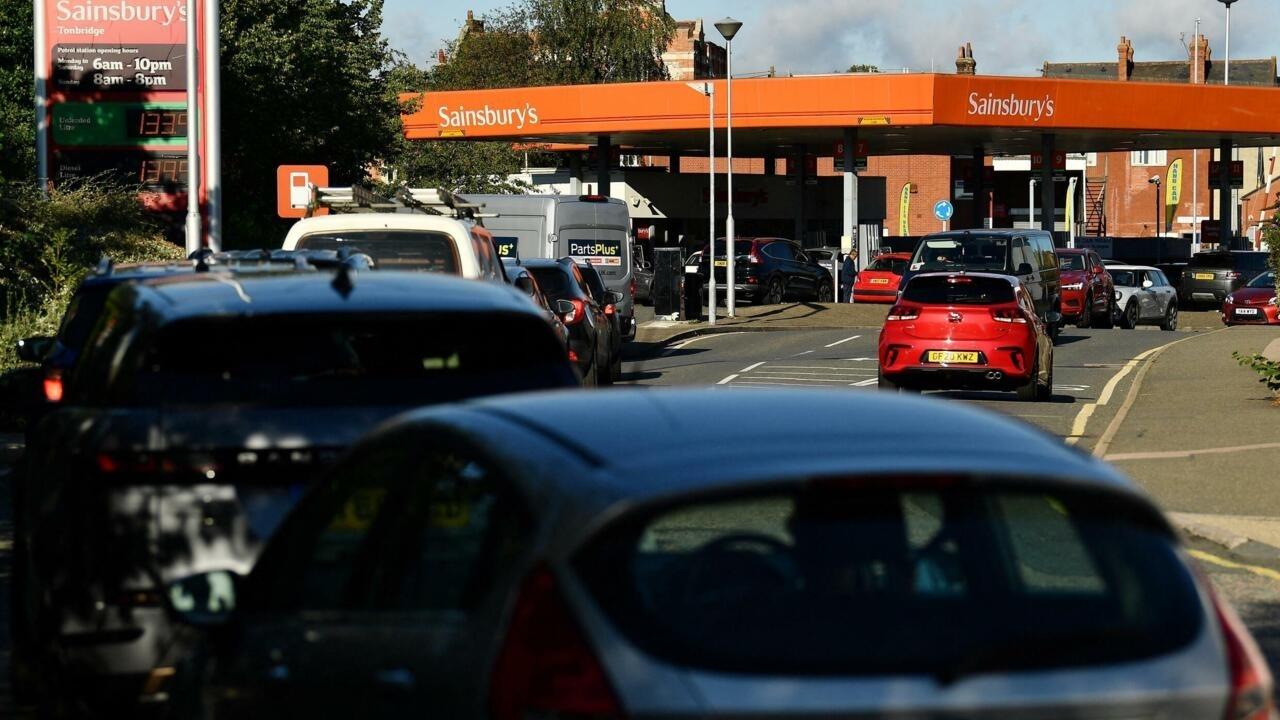 Le Royaume-Uni frappé par des pénuries d'essence, le gouvernement tente de rassurer