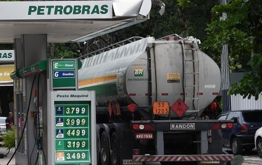Petrobras a perdu huit milliards de dollars en 2014 et estimé que la corruption lui a coûté deux milliards de dollars.