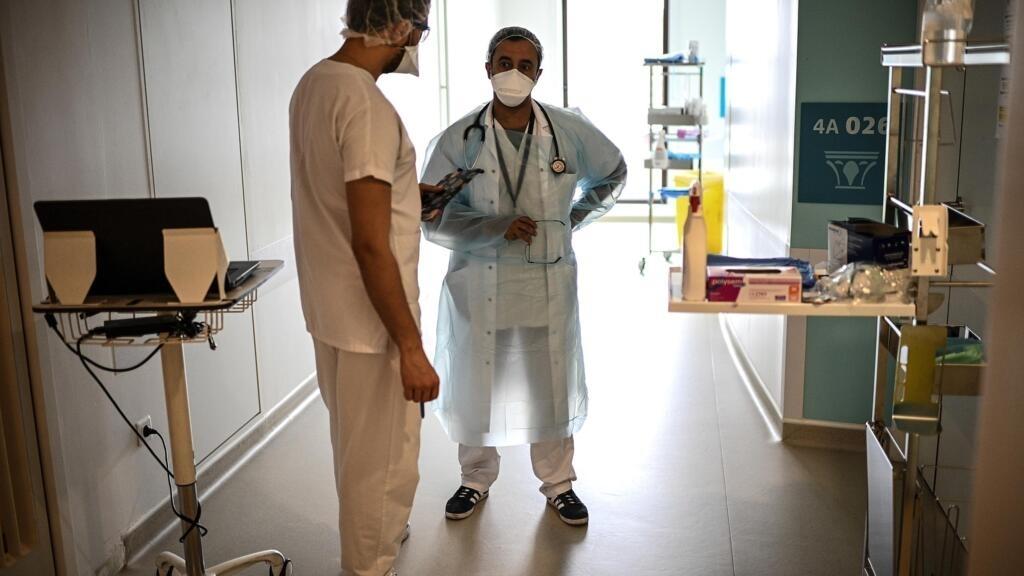 Covid-19 en France : déjà en difficulté, l'hôpital se mobilise pour faire face à la seconde vague