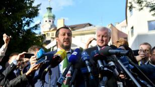 Les ministres de l'Intérieur italien et allemand, Matteo Salvini et Horst Seehofer, le 11 juillet 2018, font une déclaration à la presse à la veille de la réunion des 28 consacrée à l'immigration.
