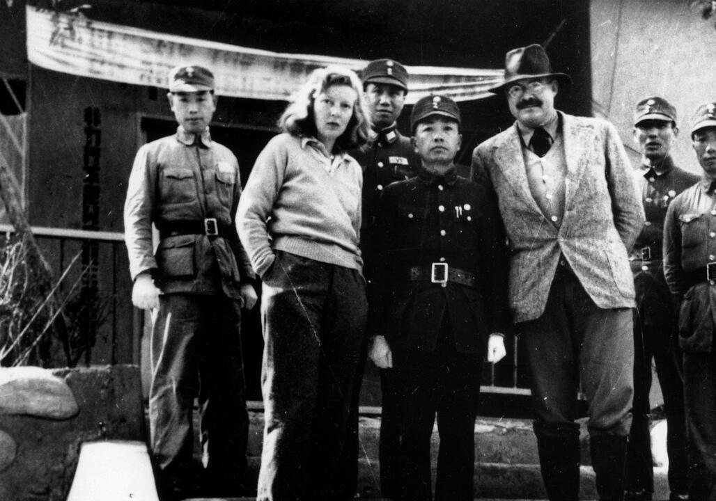 Martha Gellhorn et son conjoint l'auteur Ernest Hemingway en Chine, durant la Guerre sino-japonaise (1941).