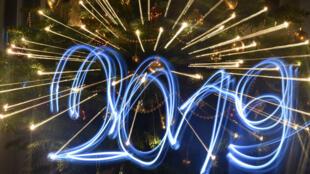 احتفالات عارمة عبر العالم بالعام الجديد.