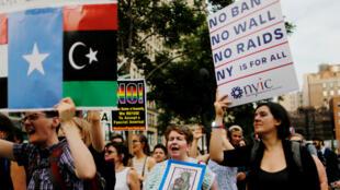 تظاهرة ضد قانون الهجرة في نيويورك، في 29 حزيران/يونيو 2017.