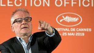 Le délégué général du festival de Cannes Thierry Frémaux présente la liste des 19 films en compétition pour la Palme d'Or le 18 avril 2019 à Paris