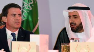 - مانويل فالس ووزير التجارة السعودي بالرياض في 13 تشرين الأول/أكتوبر 2015