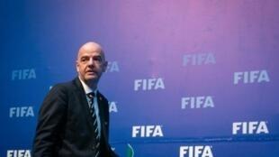 رئيس الاتحاد الدولي لكرة القدم جاني إنفانتينو في صورة مؤرخة 26 تشرين الأول/أكتوبر 2018 خلال اجتماع للاتحاد في العاصمة الرواندية كيغالي.