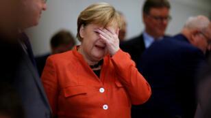 La canciller Angela Merkel participó en una reunión parlamentaria de su unión CDU/CSU, en Berlín, el 20 de noviembre del 2017.