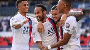 Les Parisiens se sont imposés sans forcer aux Belges de Beveren avec notamment des buts de Neymar, Mauro Icardi et Kylian Mbappé au Parc des Princes, le 17 juillet 2020