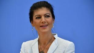 """Sahra Wagenknecht a lancé, avec des responsables des Verts allemands et des sociaux-démocrates du SPD, le mouvement """"Aufstehen"""" (Debout)."""