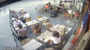 Capture d'écran de la vidéo surveillance dans laquelle Marie Laguerre se fait agresser.
