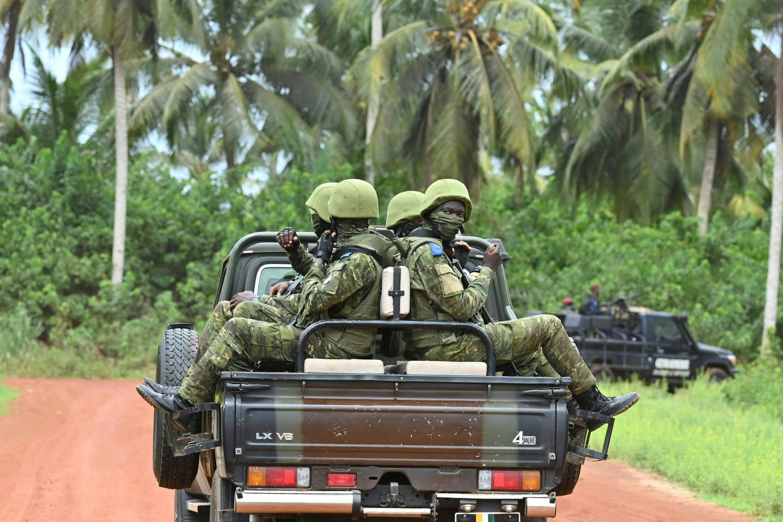 Plusieurs soldats ivoiriens ont été tués, samedi 12 juin, lors du passage de leur véhicule sur un engin explosif.