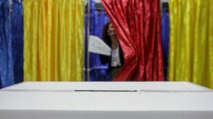 Bureau de vote à Bucarest le 10 novembre.