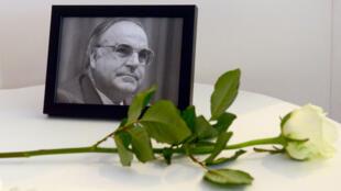 Des personnalités du monde entier sont attendues à l'hommage rendu à l'ancien chancelier allemand Helmut Kohl au siège du Parlement européen.