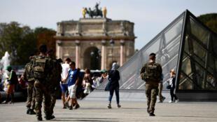 Un militaire français a ouvert le feu, vendredi 3 février, sur un homme qui tentait d'en agresser un autre au Carrousel du Louvre.