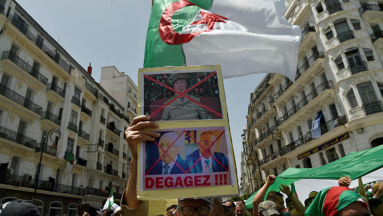 مظاهرة بالجزائر العاصمة لرفض جميع رموز النظام السابق