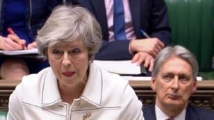 رئيسة الحكومة البريطانية تيريزا ماي أمام مجلس العموم في 14 يناير 2019.