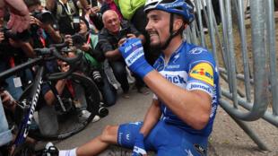 Le Français Julian Alaphilippe à l'issue de sa victoire à la Flèche Wallonne, le 24 avril 2019 à Huy près de Liège