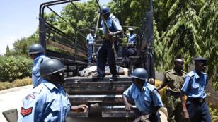 Des policiers kenyans, le 3 février 2014.