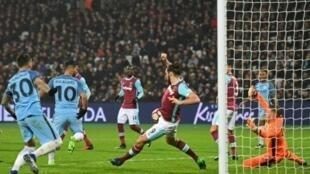 """مانشستر سيتي قدم استعراضا هجوميا أمام مضيفه وستهام يونايتد أنهاه بنتيجة 5-صفر الجمعة على ملعب """"أبتون بارك"""""""