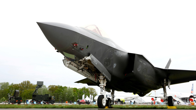 Un avión Lockheed Martin F-35 se ve en el ILA Air Show en Berlín, Alemania, el 25 de abril de 2018.