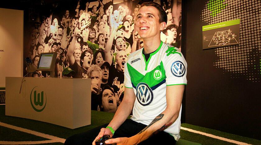 David Bytheway portera le maillot numéro 53 de Wolfsburg.