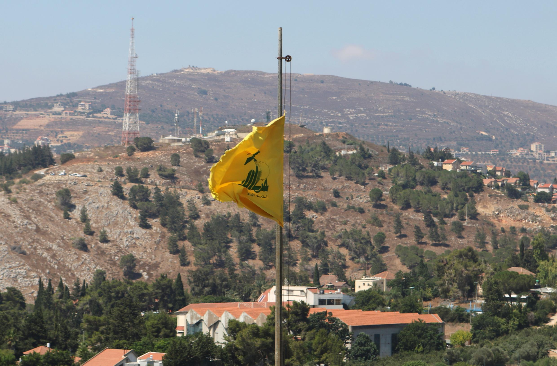 Le drapeau du Hezbollah flottant à Mariayoun, au Liban le 7 août 2020.