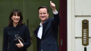 David Cameron et sa femme Samantha arrivant le 8 mai 2015 au siège du parti conservateur à Londres.