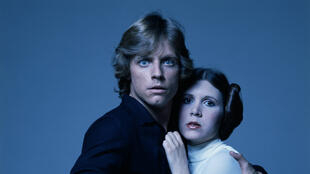"""Mark Hamill et Carrie Fischer sur le tournage du premier """"Star Wars"""" en 1977."""