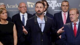 El candidato de Vox, Santiago Abascal, al finalizar el único debate electoral en el que participaron los principales candidatos a la presidencia del Gobierno, celebrado el 4 de noviembre en Madrid, España.