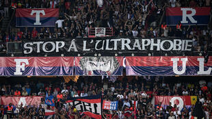 "Banderole de supporters des ""ultras"" protestant contre la suspension des matches au parc des Princes de Paris, le 25 août 2019."
