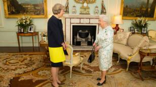 La nouvelle Première ministre, Theresa May, et la reine Elizabeth, le 13 juillet 2016.