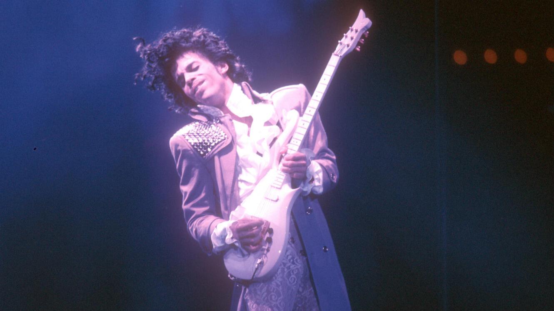 Prince lors d'un concert en 1985.