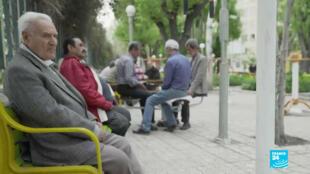 Dans ce parc à Téhéran, où les batailles se font autour d'un backgammon, beaucoup ont un sentiment de frayeur, mais ils se sentent impuissants.