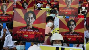 تواصل المظاهرات في بورما تنديدا بالانقلاب العسكري. 14 شباط/ فبراير 2021.