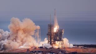 Décollage d'une fusée Falcon 9 de l'entreprise SpaceX.