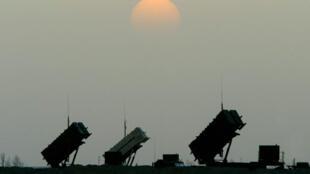 صواريخ باتريوت للدفاع الجوي في قاعدة جوية في الصحراء الجنوبية في العراق في 5 نيسان/أبريل 2003