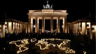 El monumento La Puerta de Brandenburgo se suma a La Hora del Planeta, Alemania, el 30 de marzo de 2019.