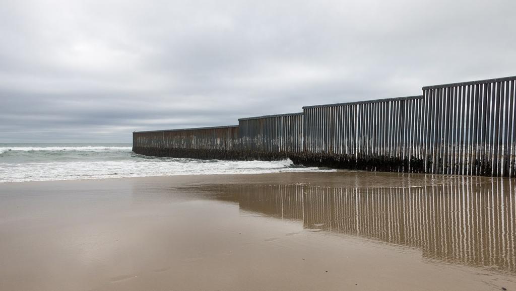 Muro en la frontera entre Estados Unidos y México. Tijuana, Baja California.