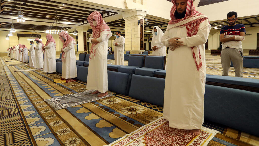 Masks, personal mats and no ablutions as Saudis reopen mosques