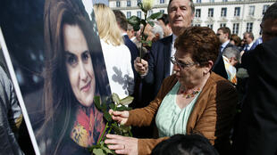 Des hommages ont eu lieu devant l'Assemblée nationale à Paris, le 22 juin 2016, après l'assasinat du 16 juin de la députée britannique Jo Cox.