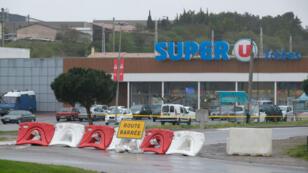 Le 23 mars, Radouane Lakdim avait tiré sur des policiers devant leur caserne avant d'entrer dans un supermarché Super U, à Trèbes, où il avait tué quatre personnes dont le lieutenant-colonel de gendarmerie Arnaud Beltrame.