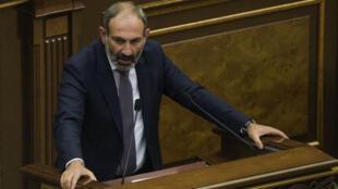 Le chef de la contestation en Arménie, lors de son élection au poste de Premier ministre au Parlement à Erevan, le 8 mai 2018.