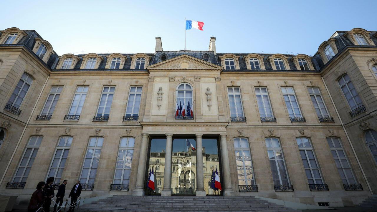 Emmanuel Macron reçoit lundi 10 décembre plusieurs représentants au palais de l'Élysée, à Paris.