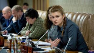 Maria Butina, la presunta agente encubierta rusa que fue detenida en Estados Unidos el pasado julio, durante una reunión de expertos en Moscú (Rusia). Imagen de archivo sin fechar.