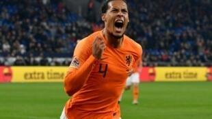 فيرجيل فان دايك يحتفل بتسجيل هدف التعادل لهولندا في مرمى ألمانيا 19 تشرين الثاني/نوفمبر 2018