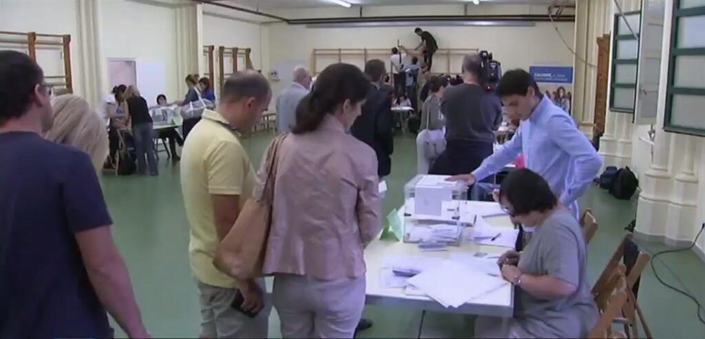 بداية التصويت في كاتالونيا بشأن انفصال الإقليم عن إسبانيا 27 أيلول/ سبتمبر 2015