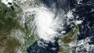 Imagen de satélite que muestra el avance del ciclón Kenneth hacia las costas de Mozambique durante la jornada del 25 de abril de 2019.