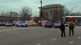 Los agentes de policía atendieron los llamados hechos a través de la línea 911 en la que testigos reportaron un hombre armado en cercanías al Hospital Mercy. Lunes 19 de noviembre de 2018.