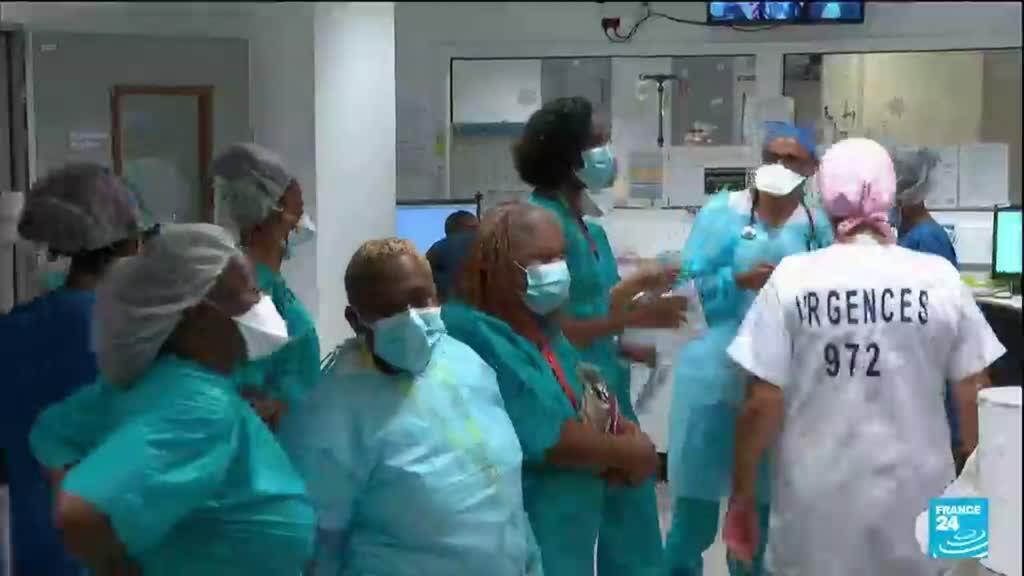 """2021-08-13 06:06 Covid-19 en Martinique : pic épidémique, les malades """"très jeunes"""" et non vaccinés"""