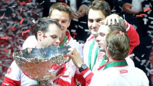 La Suisse a remporté dimanche 23 novembre, à Lille, la première Coupe Davis de son histoire.